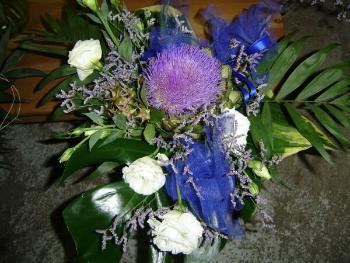 mazzo col fiore del carciofo
